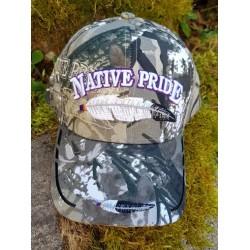 Casquette Native Pride avec motif de plume.