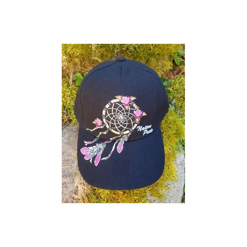 Casquette avec motif d'attrapeur de rêves, plumes et roses.