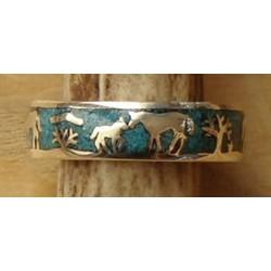 Anneau indien en argent et turquoises avec scène de chevaux
